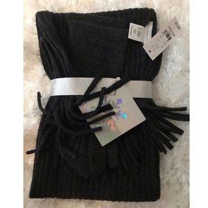 New York & Company dark gray metallic scarf set